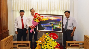 Duy Tan School congrat new president of People's Committee of Phu Yen Province